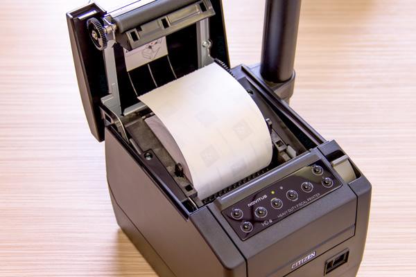 Drukarka fiskalna Novitus HD E - Praktyczny obcinacz papieru, 2 szerokości papieru
